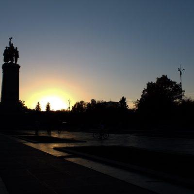Залез над паметника